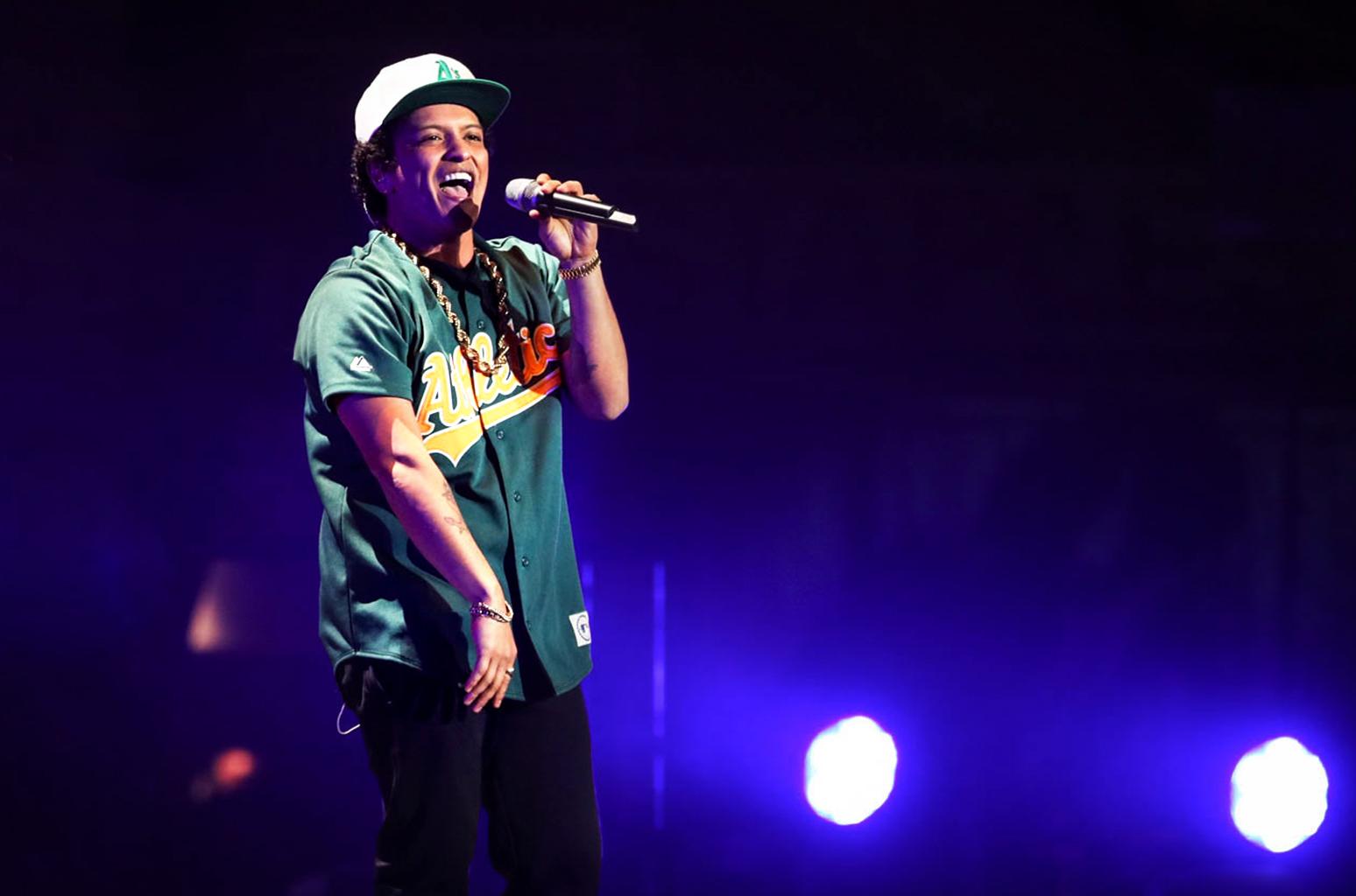 Bruno Mars Slays at Pre-Super Bowl Concert in Houston | Billboard