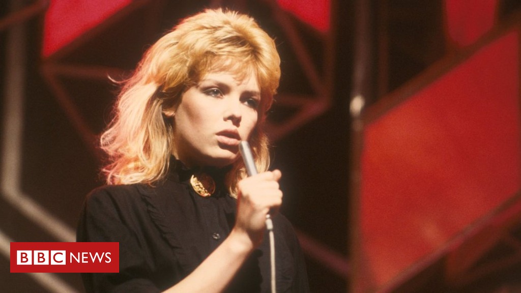 Kim Wilde says aliens inspired her pop comeback - BBC News