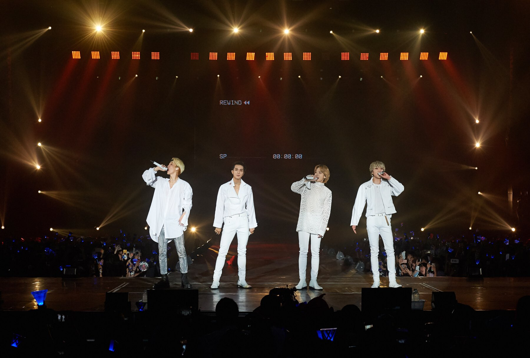 "Live Nation Kpop on Twitter: ""??WINNER 2018 EVERYWHERE TOUR in BANGKOK!Thai INNER CIRCLE, you were amazing crowd???Next is SINGAPORE!?-2018. 10. 21?credit: #YGEntertainment-#위너 #WINNER #EVERYWHERETOUR #콘서트 #concerts #EverywhereTourinBKK #LiveNationKpop #Kpop #more_pics_on_facebook… https://t.co/ozJFeCQ5lN"""